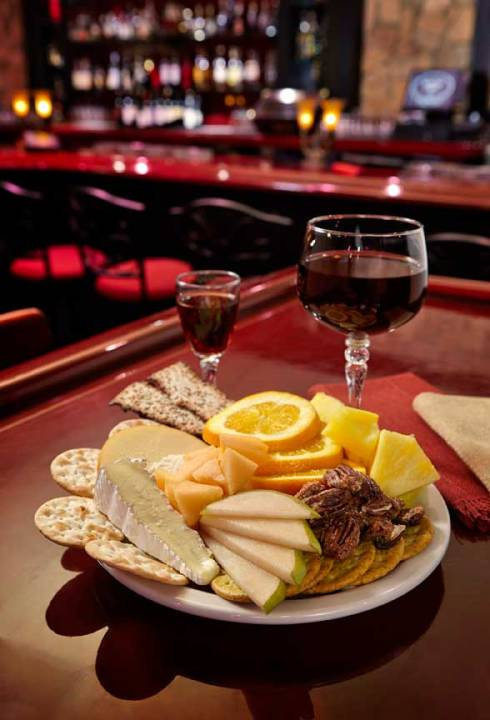 img-appetizers-late-night-cheese-fruit-plate